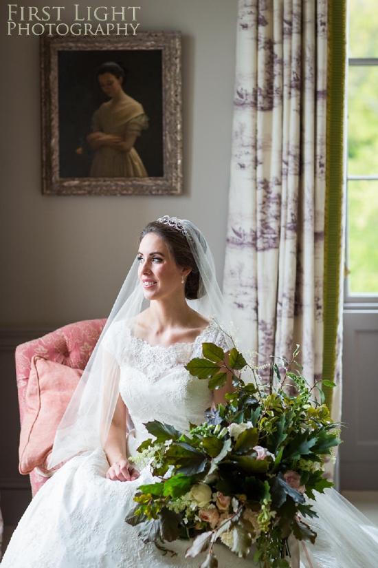 Breid, wedding flowers, wedding dress